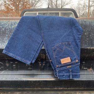 Vintage Wrangler high rise wedgie fit mom jeans